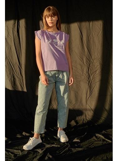 Levure Omuzları Pensli Basklı  Sıfır Kol T-Shirt Lila